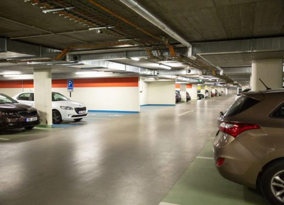 U nemocnic není kde zaparkovat, zlepší se to?
