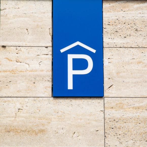 Lidovci mají řešení na problematické parkování na sídlištích, které nezasáhne okolní zeleň