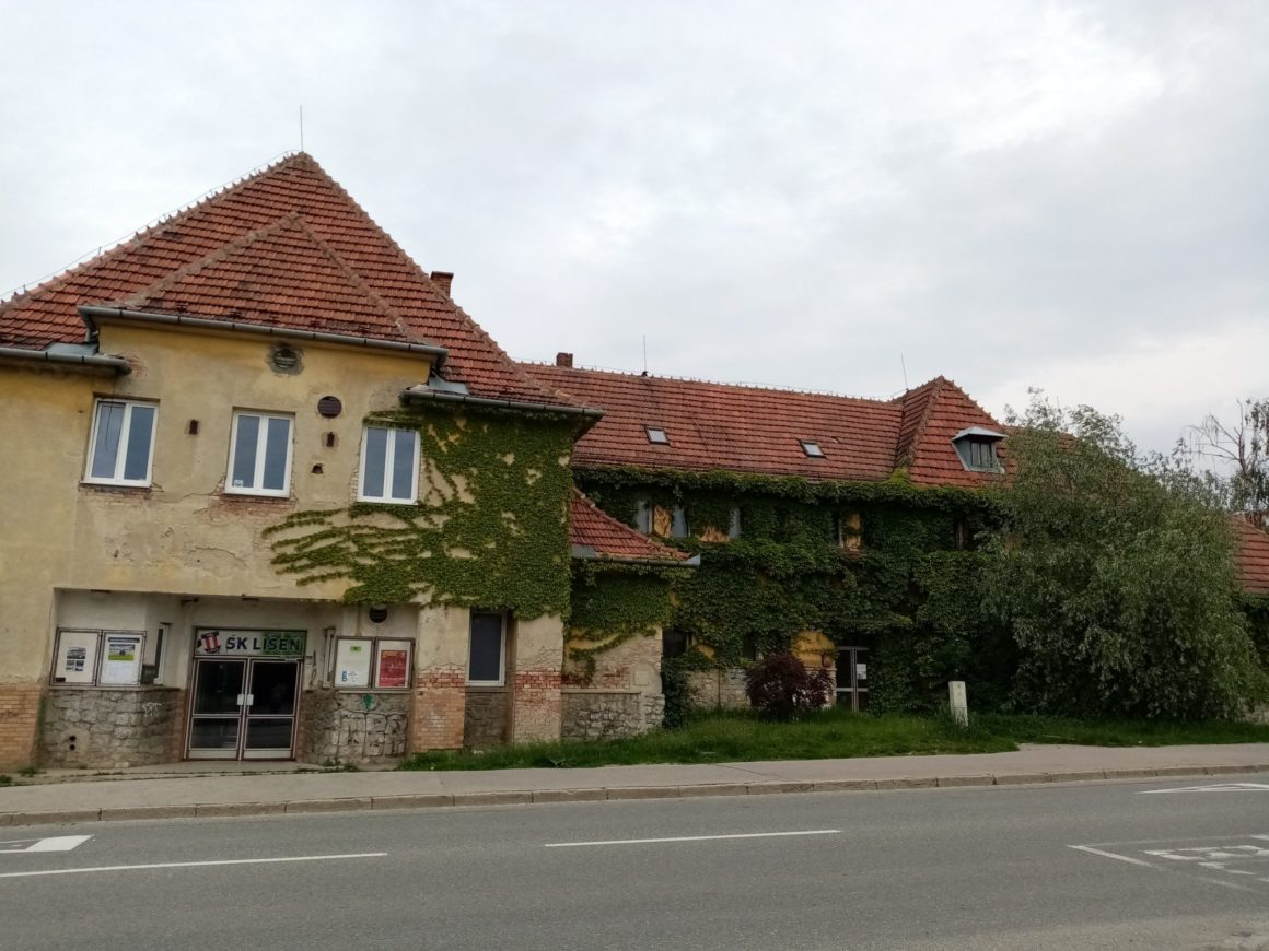 Plánovaná přestavba líšeňské Orlovny na komunitní centrum je ohrožena kvůli nečinnosti vedení městské části