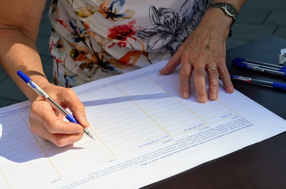 Lidovci už posbírali téměř 18 tisíc podpisů pod petici za ústavní ochranu vody a půdy