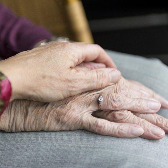 V Brně vyzkoušeli testování včasného zachycení Alzheimerovy choroby. Nyní míří do všech ordinací praktických lékařů v Česku