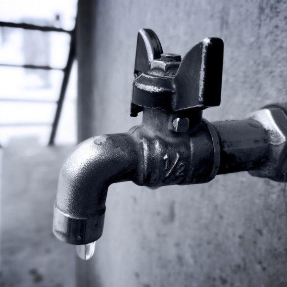 Brno šetří spitnou vodou. Krajští zastupitelé zase žádají vládu o pomoc s opravou vodovodu