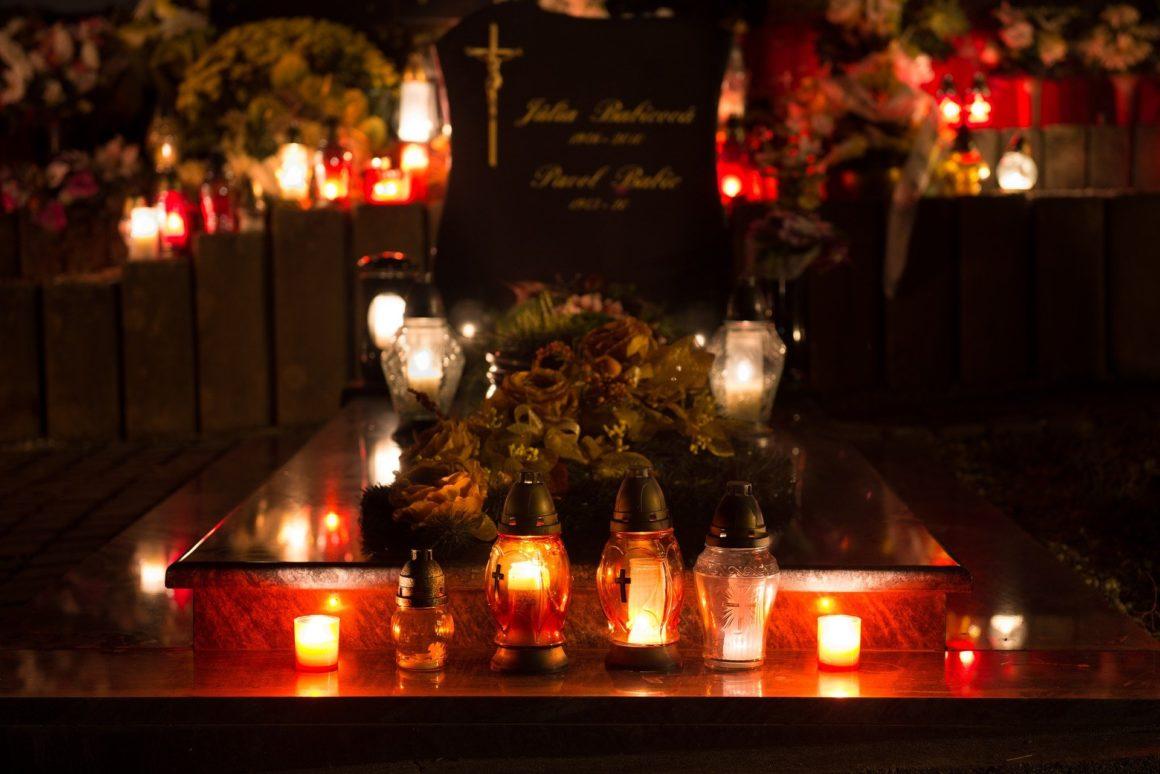 Na hřbitovy se může, o Dušičkách budou navíc otevřené déle