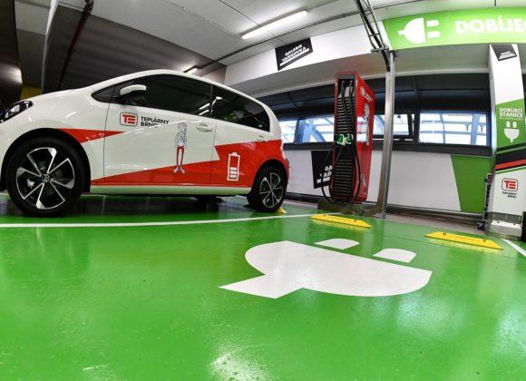 V Galerii Vaňkovka přibyly nové rychlodobíjecí stanice pro elektromobily