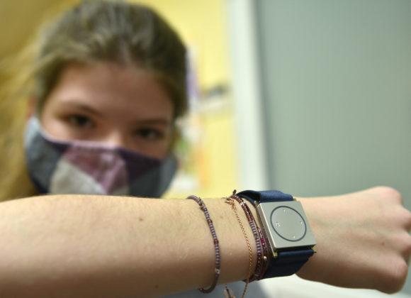 Zajistili jsme prvních patnáct náramků pro děti s epilepsií