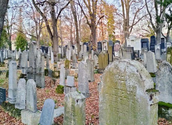 Proč na Židovském hřbitově svíčky nesvítí?