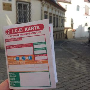 Brno rozdává seniorskou obálku – formulář, který dokáže zachránit život, je nyní i v kapesní verzi